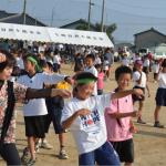 「三浜盆踊り=千恵子先生と僕たちで輪を作って踊る。たのしいな~。」